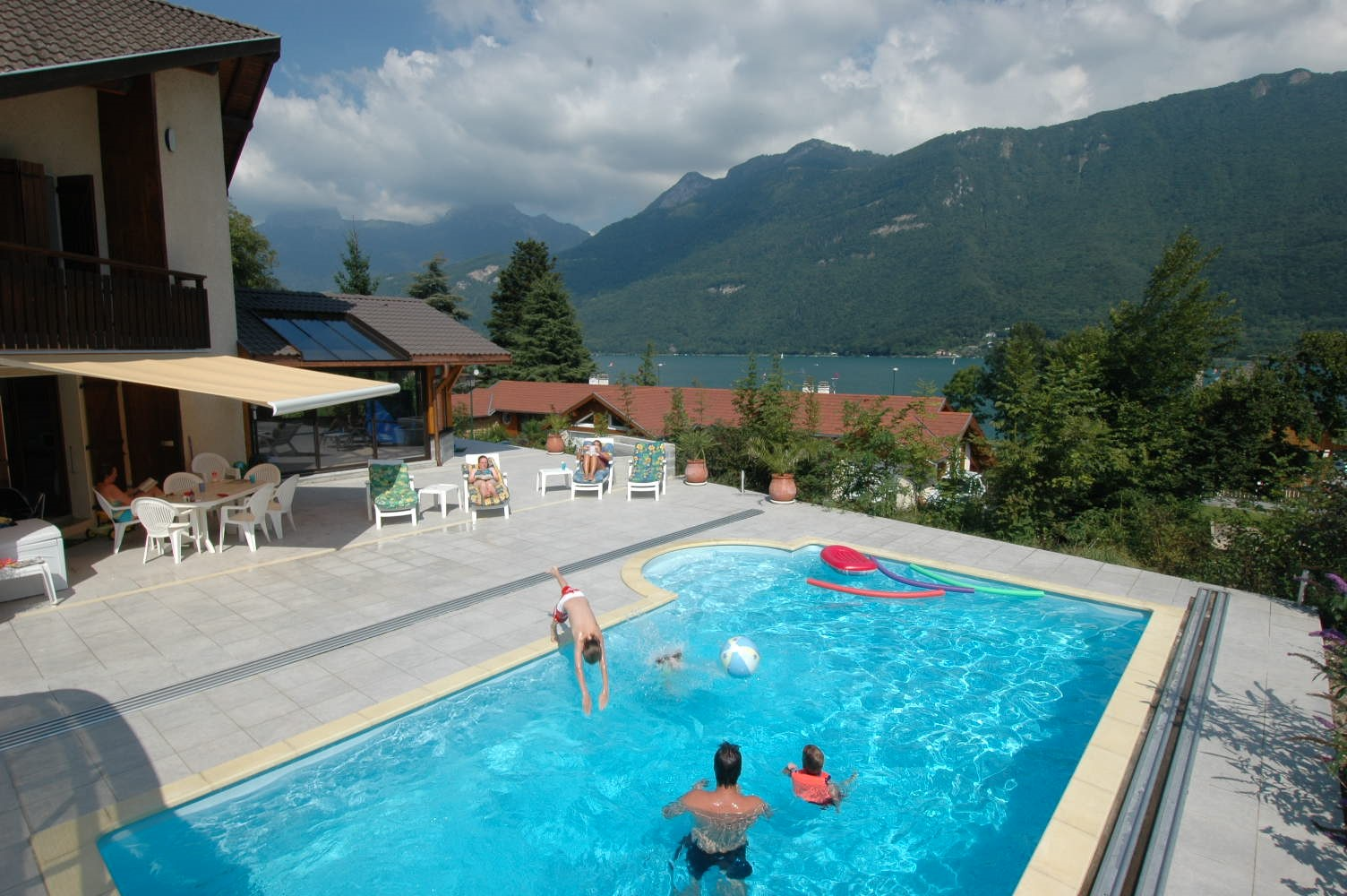Villa with pool villa lake annecy annecy villa rental for Lake annecy hotels swimming pool