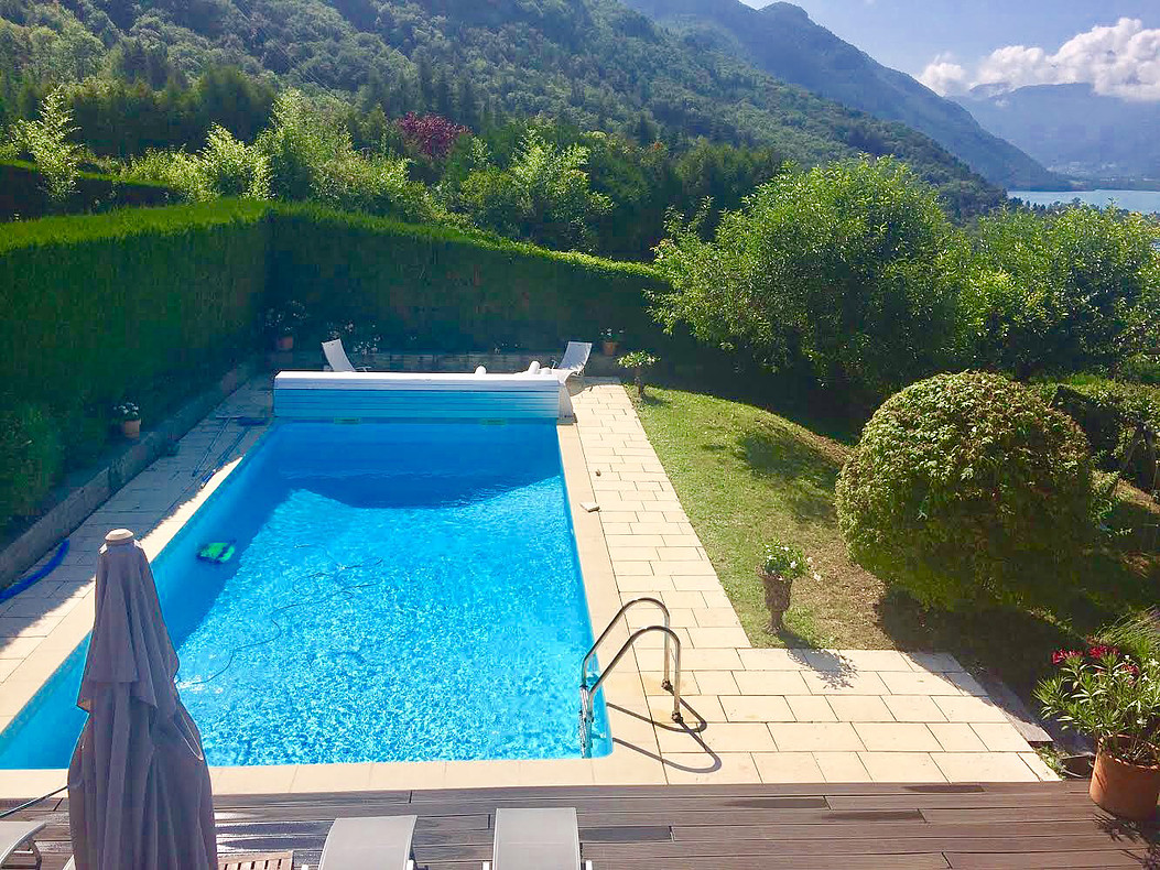 Pomeroles pool villa lake annecy for Lake annecy hotels swimming pool